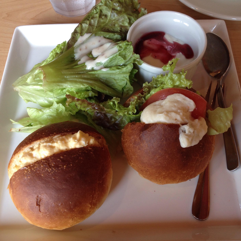 岐阜県大垣市のおすすめカフェ パン屋さんのモーニング~マヨたま入りのロールパン~