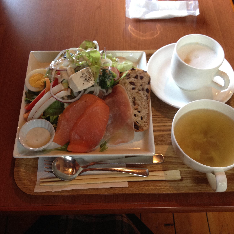 岐阜県大垣市のおすすめカフェ パン食べ放題のランチはル ルパンブルー